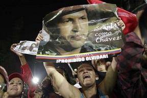 Foto: Simpatizantes de Chávez en la Plaza Bolívar de Caracas. La Jornada / AP